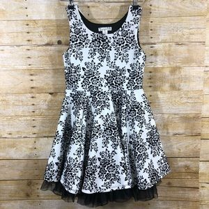 Knitworks Black and White Floral Sleeveless Dress